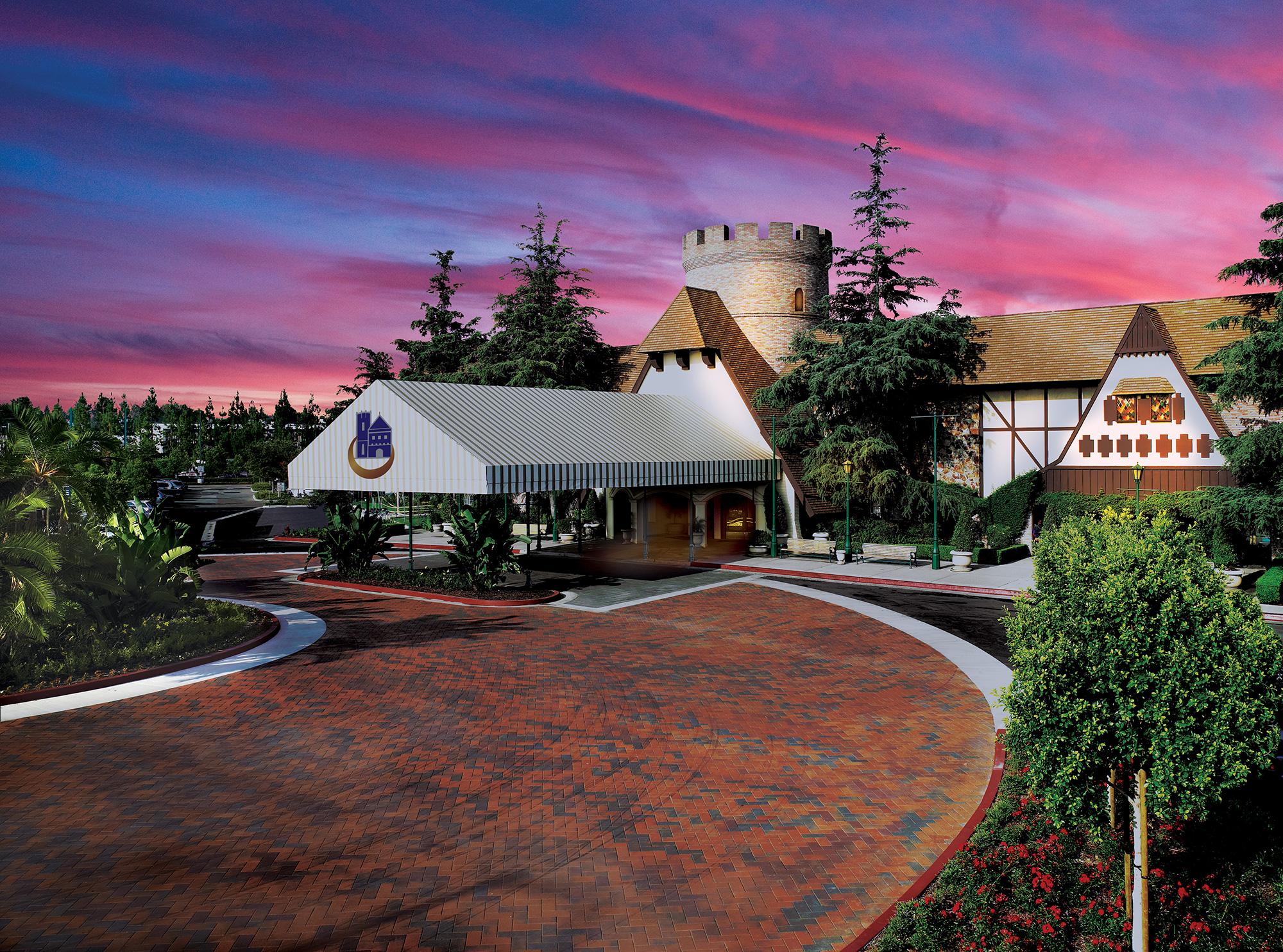 Hotel specials vacation packages in socal anaheim - Anaheim majestic garden hotel to disneyland ...